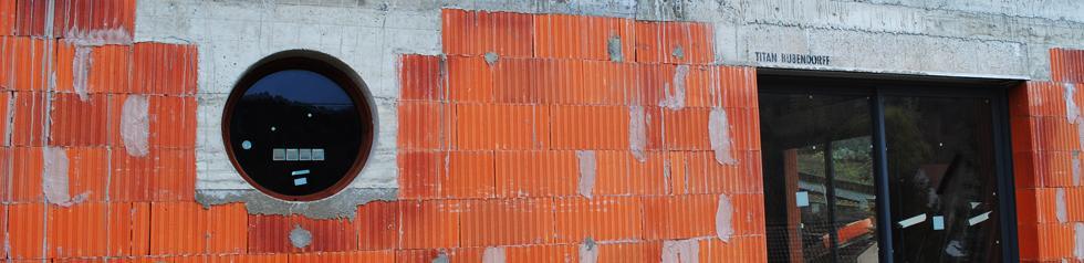 Nettoyant Silice sur les Vitres du Bâtiment.